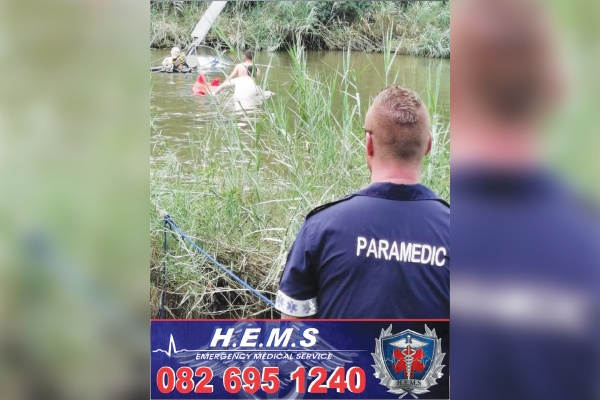<p>Helicopter crash into Crocodile River</p>